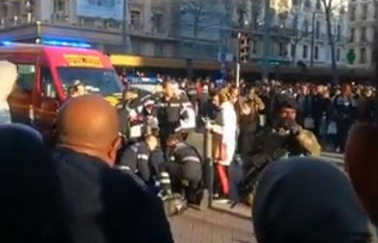 De politie neutraliseerde een man in het centrum van Marseille nadat hij met een mes had uitgehaald.