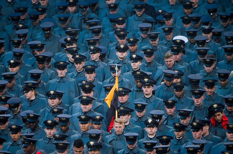 Cadetten van de Amerikaanse marine eind vorig jaar in Philadelphia. Trump beloofde tijdens de presidentscampagne van 2016 de krijgsmacht weer op te bouwen, na jaren van strijd in Irak, Afghanistan en Syrië. Beeld AFP