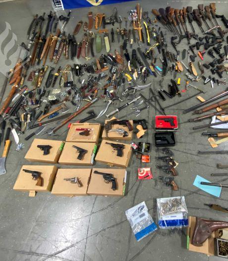 Van granaat tot zeventien zwaarden: 460 wapens 'gedropt' bij inleveractie Zeeland-West-Brabant