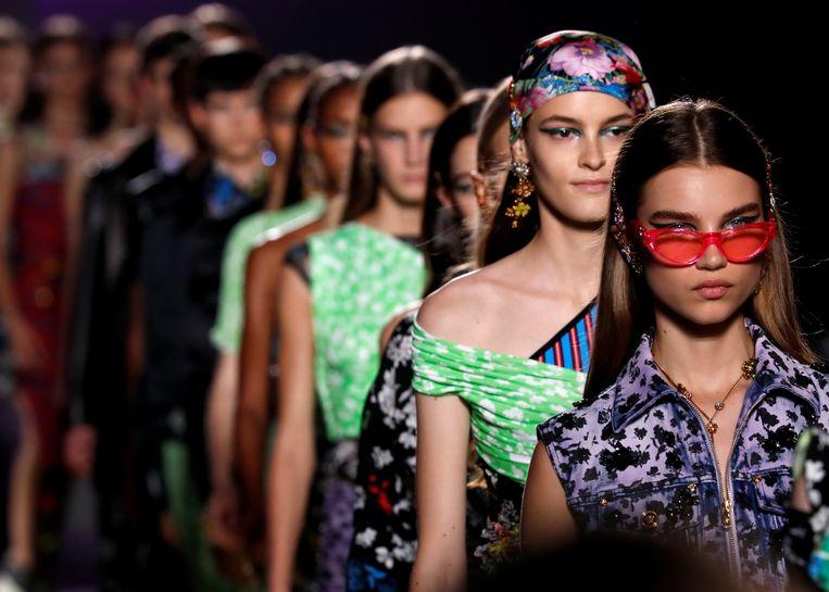 De show van Versace tijdens de modeweek van Milaan. Beeld REUTERS