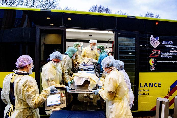 Een ziekenwagen voor het Amphia Ziekenhuis in Nederland.