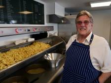 Frietkot De Fer in Breda is weer open: 'Hoop dat het zo druk blijft'