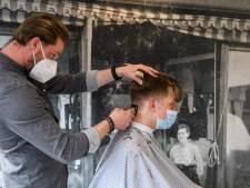 Voor en na: Daan (18) uit Borne heeft na bezoek aan kapper eindelijk zijn kuif weer terug