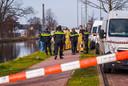 De politie heeft een lichaam aangetroffen in het kanaal.