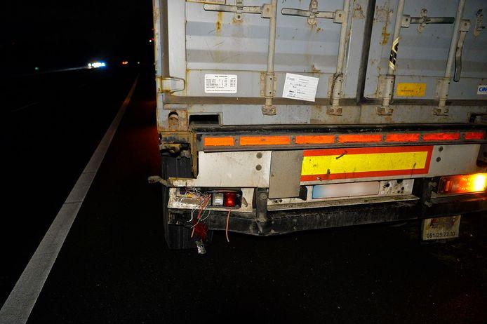 Automobilist ramt vrachtwagen van achter op A67 bij Veldhoven.