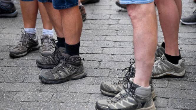Gezinsbond op wandel tijdens paasvakantie