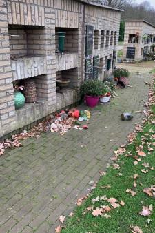 Vandalen slaan twee keer toe op begraafplaats Schipleidelaan in Oldenzaal