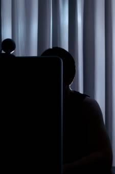 OM: Jeffrey van B. (25) filmde seksuele handelingen van meisjes en chanteerde ze daarna