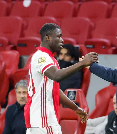 Ten Hag zou Brobbey graag terugkopen van Leipzig: 'Zoeken nog een spits bij Ajax'
