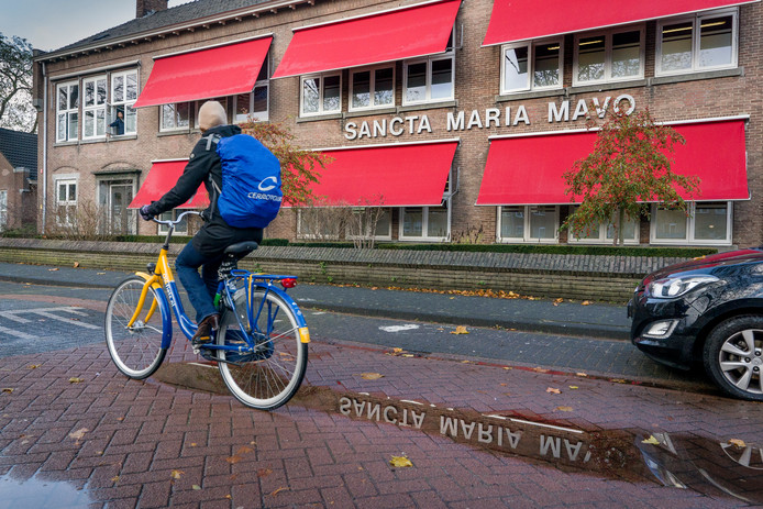 De beste school van Den Bosch, zegt de één over de Sancta Maria Mavo. Geen prettige school, vindt de ander.