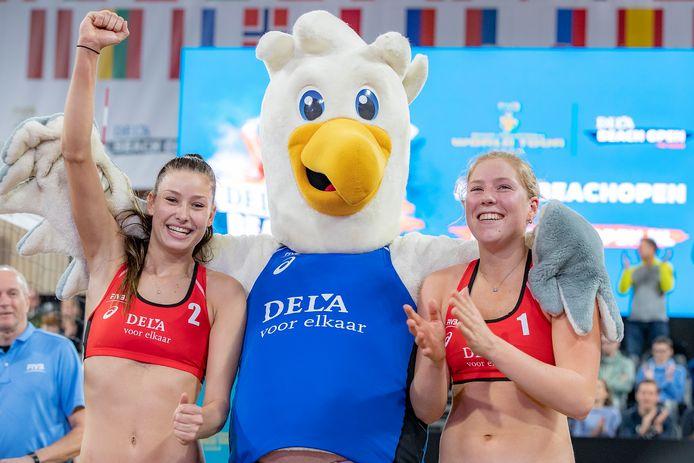 Beachvolleybalster Emma Piersma (rechts).