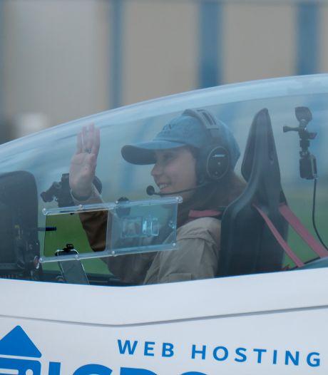 À 19 ans, cette Belgo-Britannique entame un tour du monde en solitaire en avion de sport