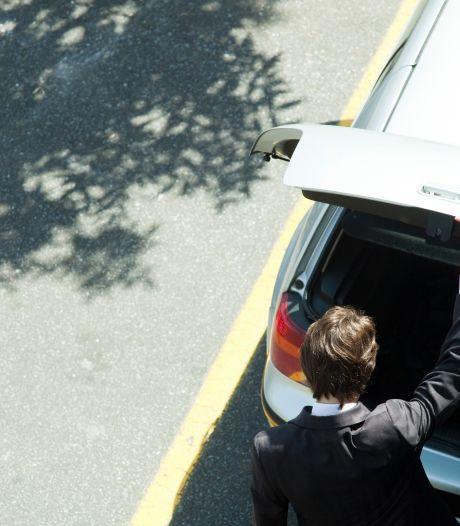 Man slaat in op 'rivaal' en stopt hem in zijn kofferbak na twist om naaktfoto's in Delden