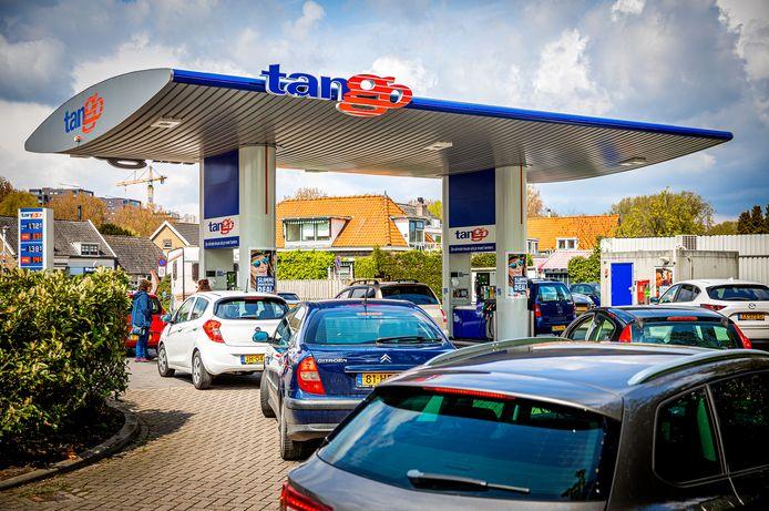Drukte bij het Tango tankstation in Dubbeldam.