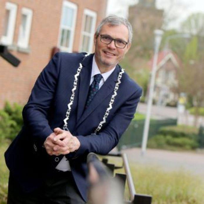 Burgemeester Jan Kottelenberg van Neder-Betuwe wil in gesprek met jongeren in zijn gemeente.