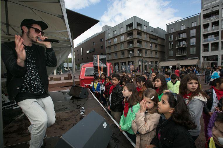 Een archiefbeeld van Genkse hiphoppers op het podium in hun thuisstad.