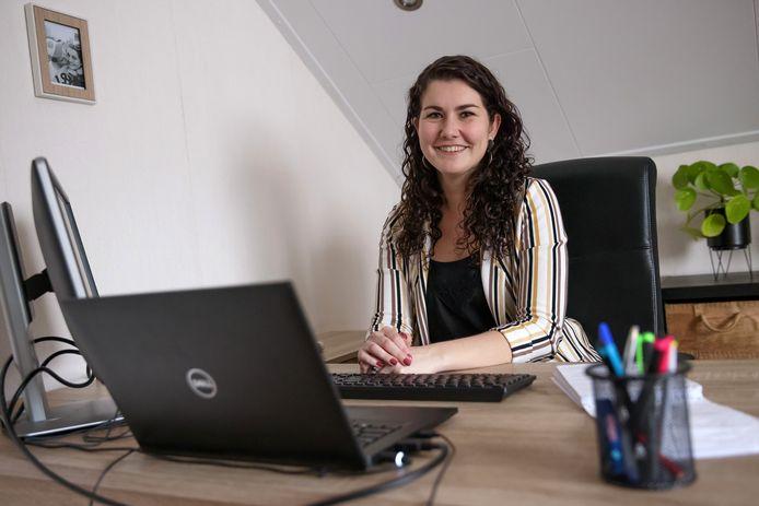 Hoe wordt de krant deze coronatijd gemaakt? Redacteur internet Iris van den Berg vertelt.