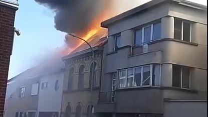 Zware brand verwoest woning in Eksaarde Dorp