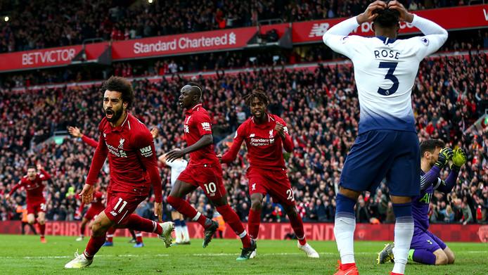 Mo Salah loopt juichend weg na een belangrijke treffer tegen Tottenham Hotspur.