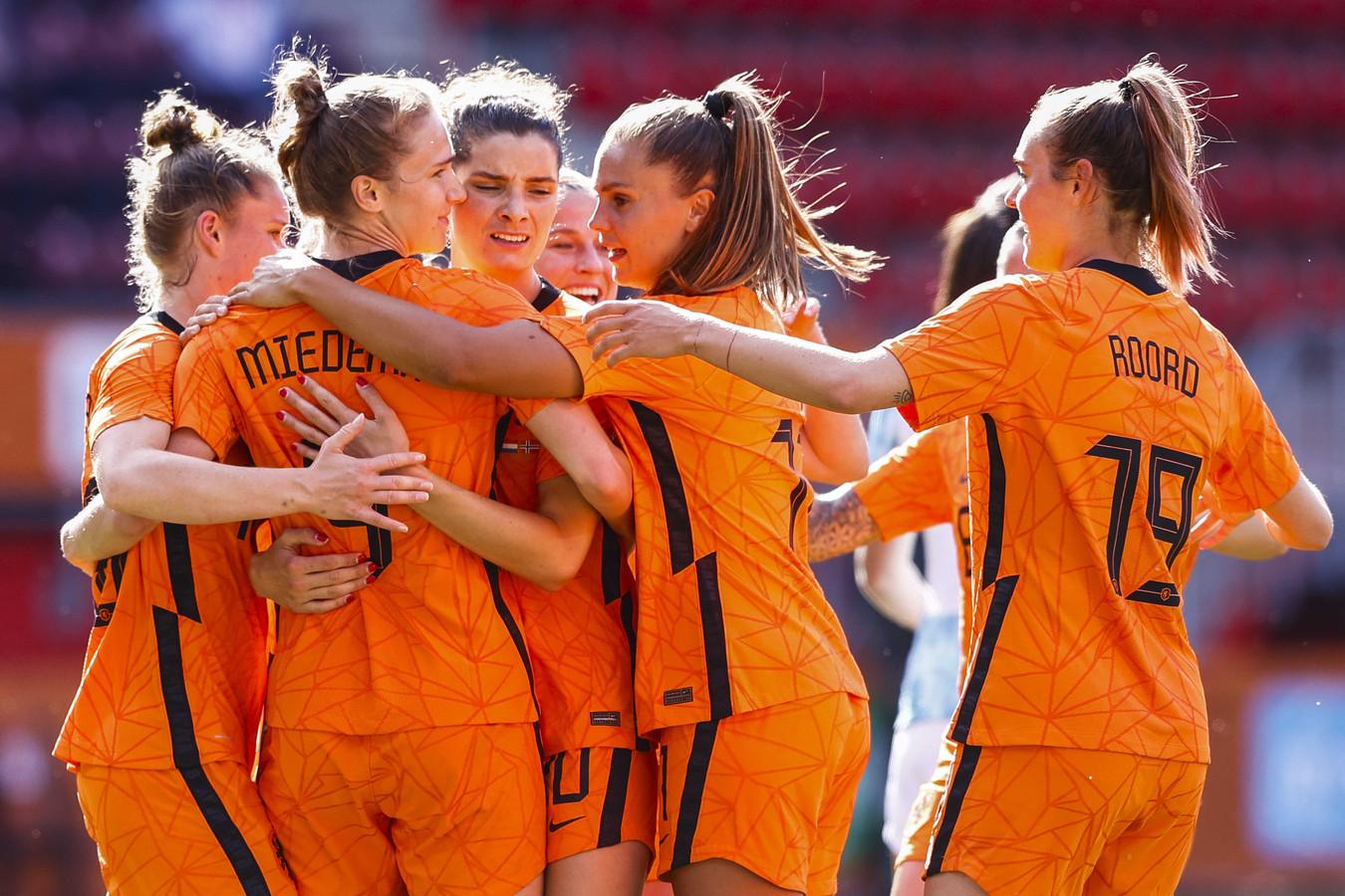 De Oranjeleeuwinnen spelen op zaterdag 3 juli een oefenduel in Zwolle.