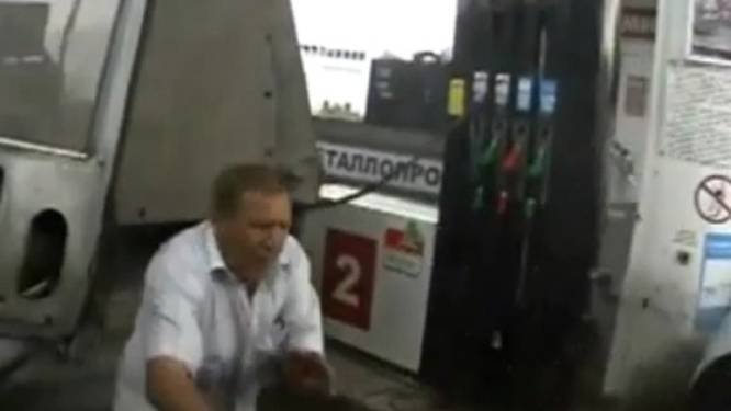 Tankende Rus ontnapt op nippertje aan doodscrash met bus