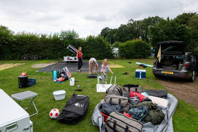 Foto ter illustratie. Kampeerders op camping De Koeksebelt in Ommen.