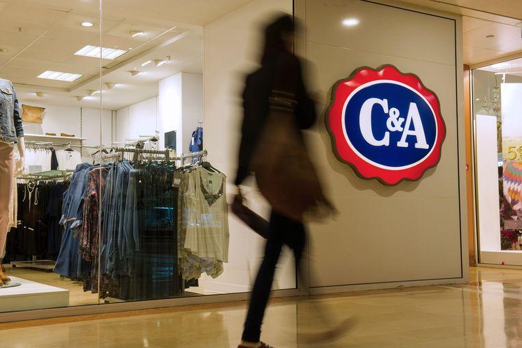 Volgens de brancheorganisatie gaat het om teruggetrokken bestellingen ter waarde van 163 miljoen dollar. Daarvan zou 10,32 miljoen dollar voor rekening komen van C&A. Beeld AFP