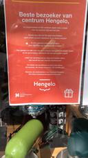 Posters in het centrum van Hengelo. Inclusief het logo van Hengelo Promotie