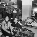 Overlevenden uit concentratiekamp Theresienstadt in het repatriëringscentrum in de Philipsfabriek in Eindhoven na de bevrijding in 1945.