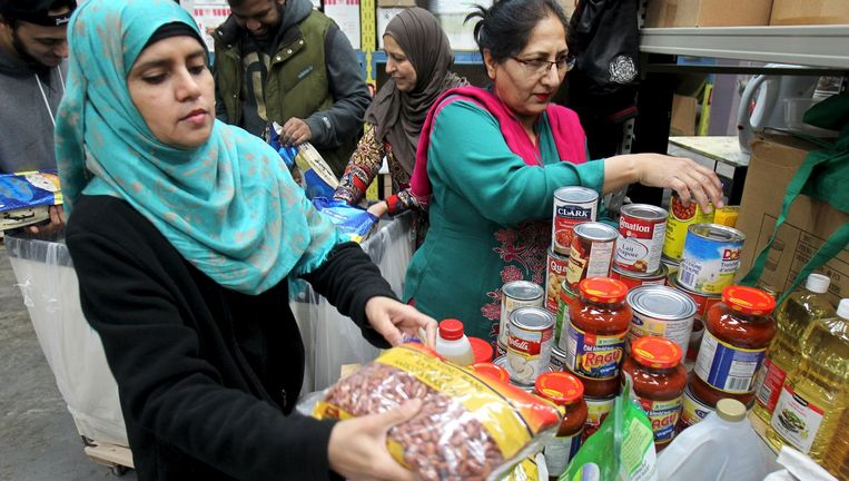 Voedsel wordt in Ontario verpakt om te worden opgestuurd naar Libanon. Beeld reuters