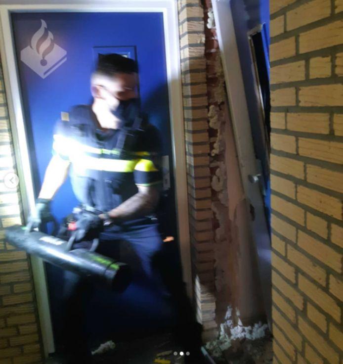 De Limburgse politie forceerde de voordeur van de verwarde man.
