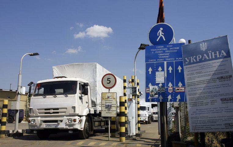 Kiev en Moskou hebben al die tijd gesteggeld over de voorwaarden waaronder het konvooi de grens zou mogen oversteken. Oekraïne wantrouwt de bedoelingen achter de hulp van Rusland. Beeld afp