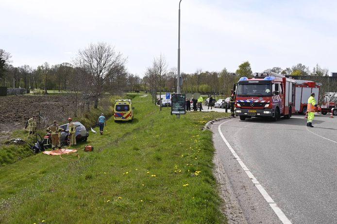 Bestuurder bekneld in auto na eenzijdig ongeval in Vriezenveen.