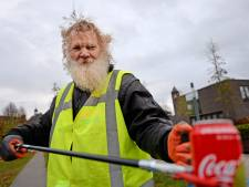 Paul ruimt dagelijks zwerfvuil op in Roombeek: 'Mensen steken de duim op'