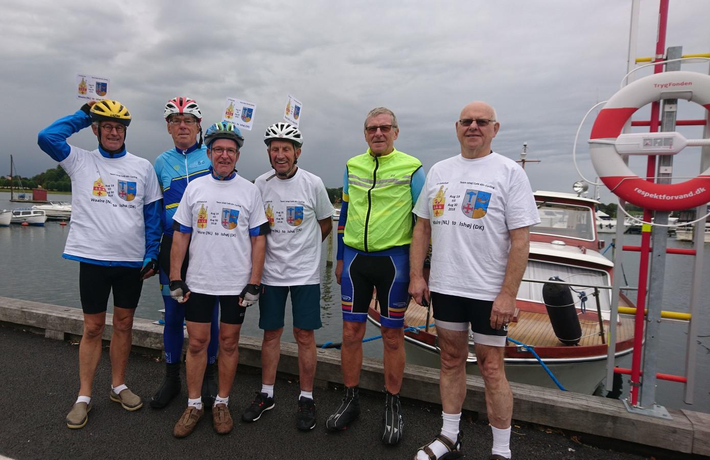 De Waalrese fietsers kregen op het laatste stuk van hun tocht gezelschap van hun Deense gastheren. Vlnr: Sjef van Geffen, Torkil Petersen, Toon Rooijakkers, Jan Groenen, Poul Erik Hansen en Jan Lavrijssen.