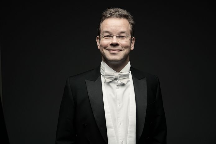 Antony Hermus is voor vier seizoenen benoemd tot chef-dirigent.
