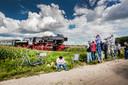 De stoomtrein van de Veluwsche Stoom Maatschappij trekt altijd veel bekijks.