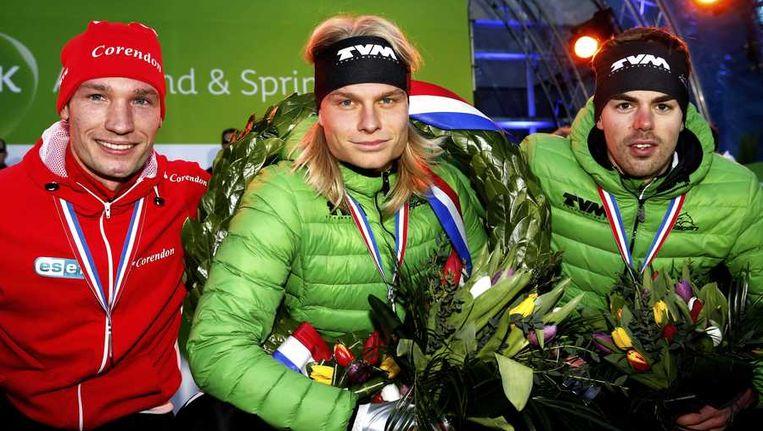 Winnaars Renz Rotteveel (2), Koen Verweij (1) en Wouter Olde Heuvel (3) (VLNR) op het erepodium na afloop van het NK Allround. Beeld anp