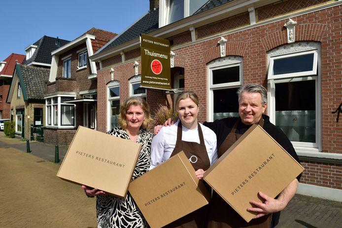 De afhaal-Michelin van Bergambacht. Chef-kok Pieter de Ronde met zijn vrouw Paula en dochter Julia.