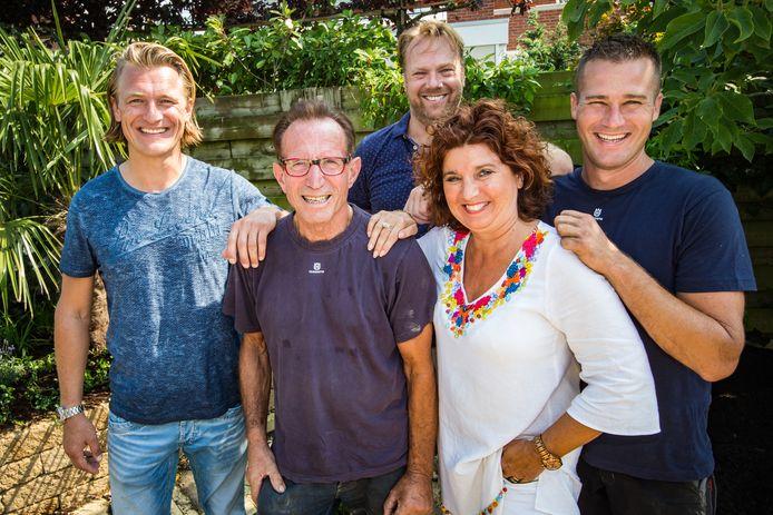 Rob Verlinden (tweede van links).