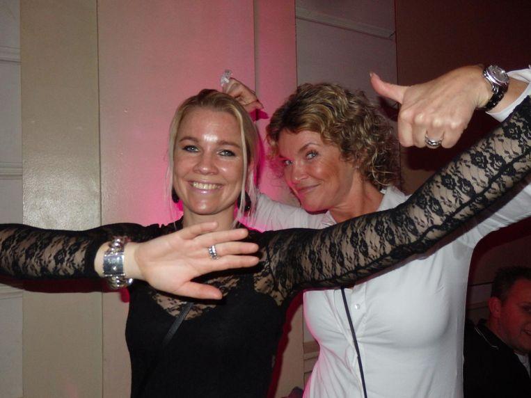 Liefhebbers: Franka Reichardt (eigenaar waterski school) en Pascale Moritz (Cleaning Partners) tijdens Mooiste Van De Klas Beeld Hans van der Beek