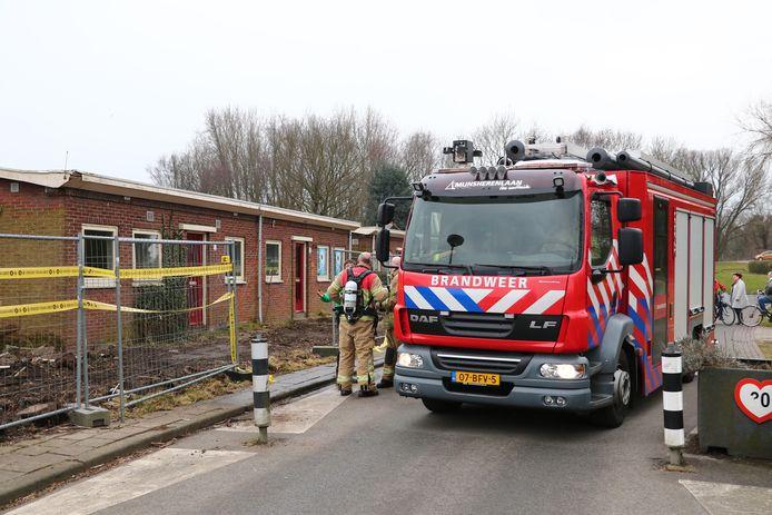 De hulpdiensten rukten vandaag uit voor een brand in een sloopwoning aan de Rollostraat in de Wielewaal in Rotterdam. De brand is ontstaan door brandstichting. De brandweer kon de brand beperken tot de gang van de woning. Het is niet de eerste keer dat er brand is gesticht bij deze woningen.
