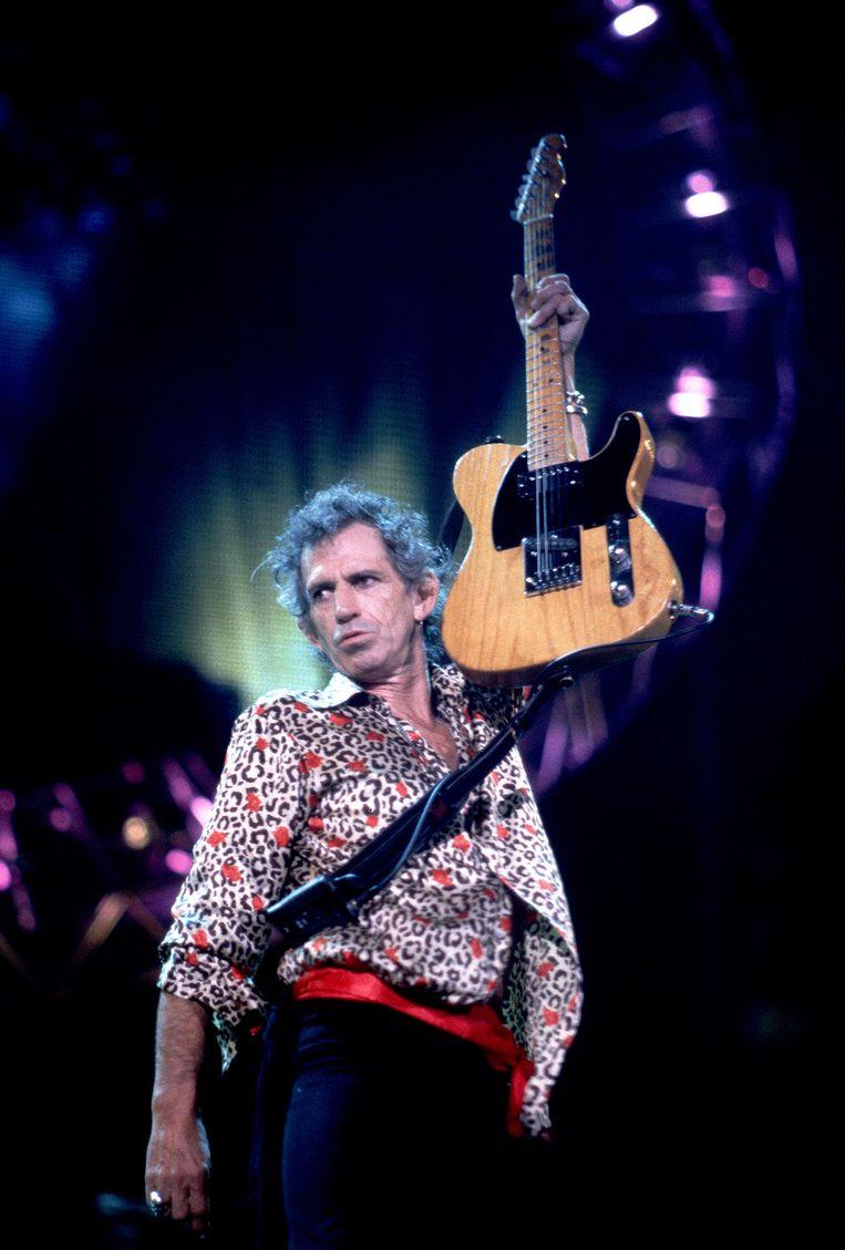Keith Richards in bloemetjeshemd, 1998.  Beeld Getty Images