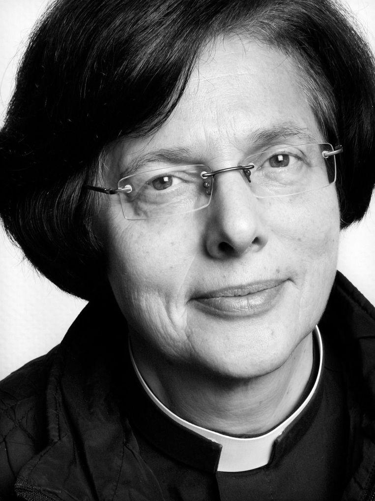 Alja Tollefsen is anglicaans priester in Markelo.  Beeld Jörgen Caris