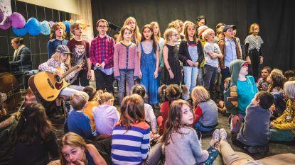 """Stadsschool Melopee spoelt uitstel verhuis door met muzikale namiddag: """"We blijven niet bij de pakken zitten"""""""