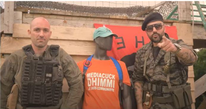 Papacito à droite, avec le YouTubeur d'extrême-droite spécialisé dans le maniement des armes, Code Reinho