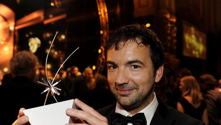 Gerard Ekdom met de Televizier Talent Award tijdens het Televizier-Gala in Carré in oktober. Beeld ANP