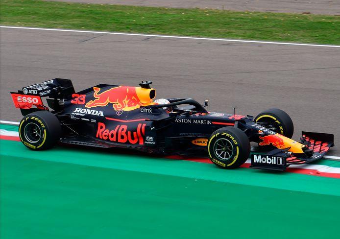 Max Verstappen vorig jaar in actie op het circuit van Imola.