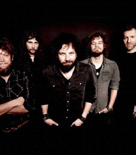 Dit is de nieuwe samenstelling van de Sallandse rockband Bökkers: 'Het wordt euforisch en uitgelaten'