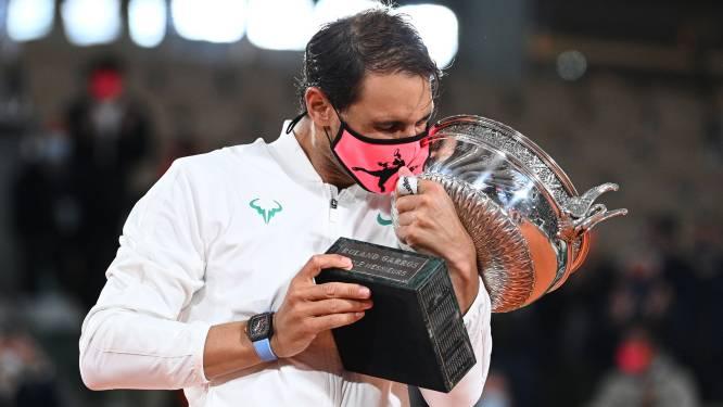 Niet te stoppen: Nadal verplettert Djokovic in finale van 'zijn' Roland Garros en evenaart grandslamrecord Federer